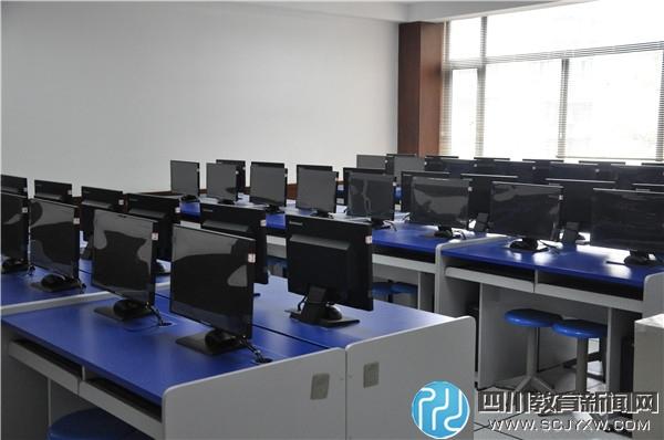 计算机房.JPG