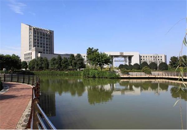 全省本科教学工作审核评估培训会议召开