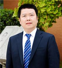 成都七中实验学校初中学部副校长 梁大才