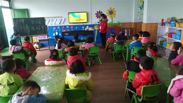 迎安镇中心幼儿园开展植树节主题教育活动