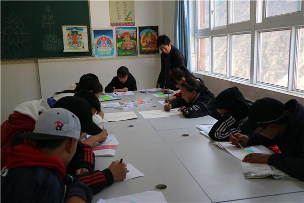 雅江县呷拉初中课外活动成就藏区学生多彩人生