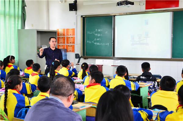 """旌阳区""""农村小学差异化走班教学展示活动""""在天元烛光小学召开"""