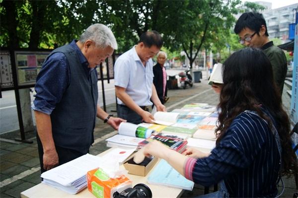 """屏山县图书馆开展""""4・23世界读书日""""宣传活动"""