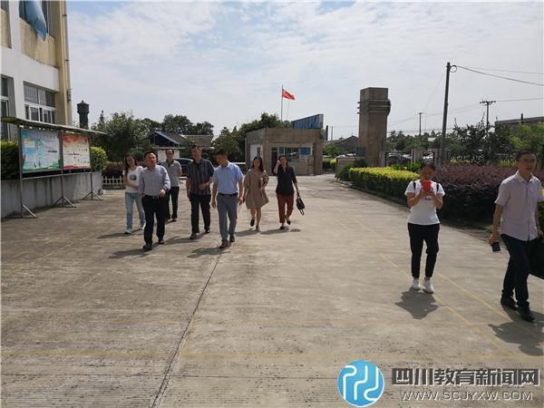 什邡市委常委赵科同志莅临南泉道平初中指导工作