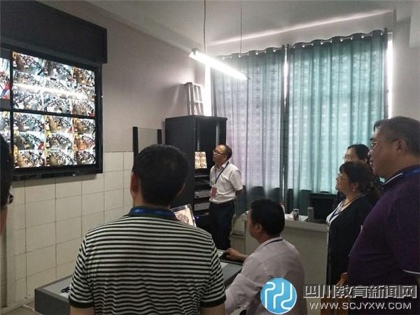 泸州市政协副主席周亚琼到泸县四中巡视中考考点工作