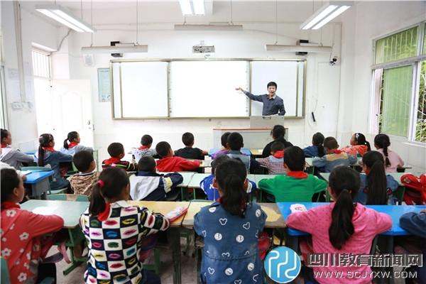 雷波县教育支教团一行到罗山溪乡中心校开展送教下乡活动