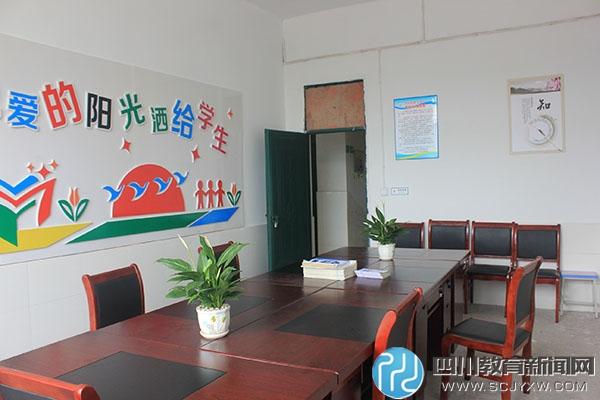 教室办公室.JPG