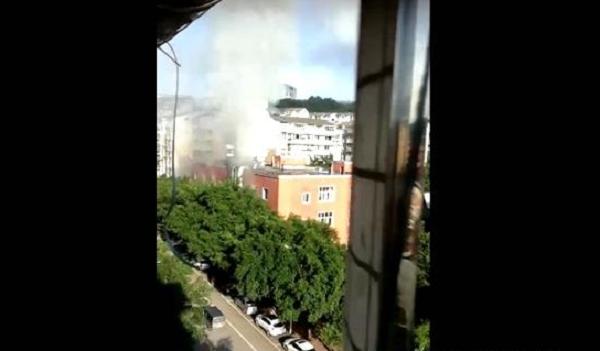 广安二中食堂着火 火势持续近1个小时