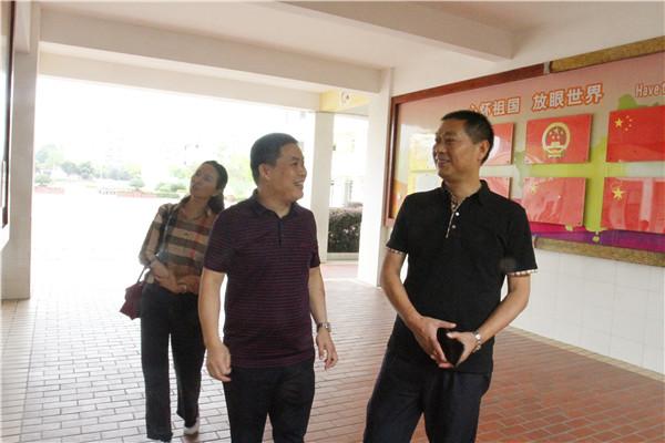 彭州市教育局党组书记一行莅临北城小学检查指导工作
