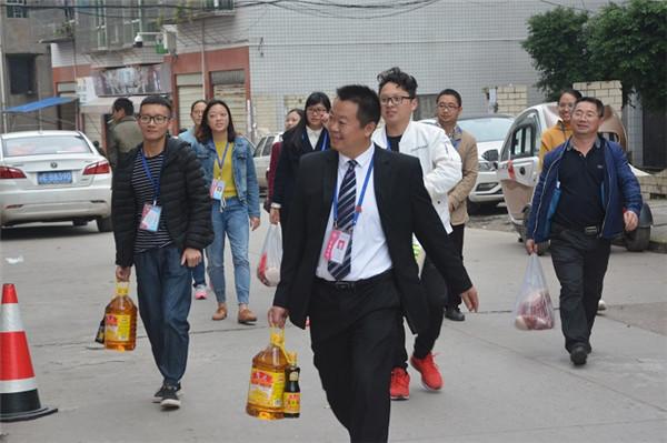 泸县四中开展重阳节送温暖系列活动