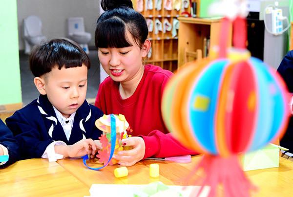 幼儿园手工作业评比:自制不敌网购