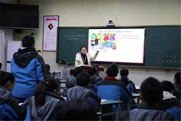 """龙泉中学校开展""""生本教育""""回头看活动"""