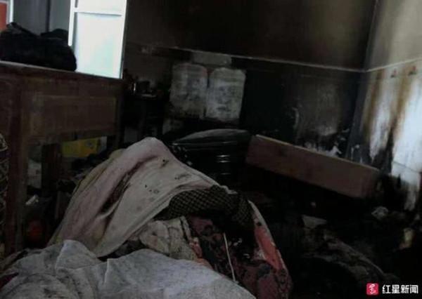 乐山一对老年夫妇用电热毯时起火 被严重烧伤