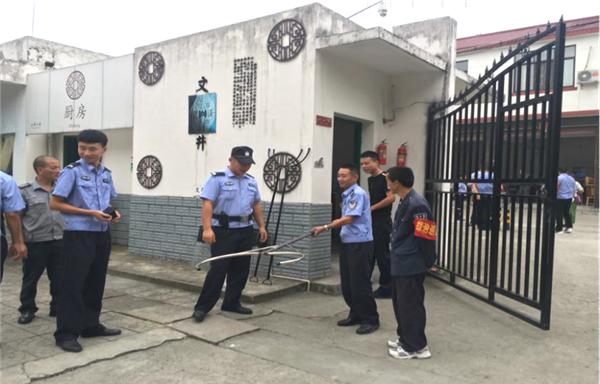 """新津县公安局""""三强化""""筑牢校园安全防线"""