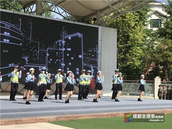 """迷路了怎么办?警察""""蜀黍""""进校园教秘诀"""