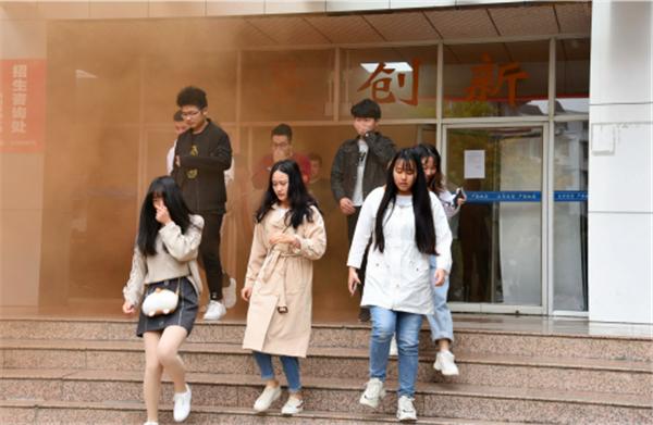 创平安校园  四川航天职业技术学院开展应急疏散演练