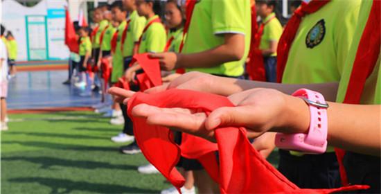 榜样在身边 全兴小学举行一年级新生入队仪式