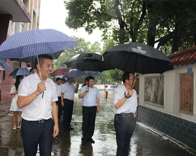 内江市人大领导到东兴区外国语小学调研工作