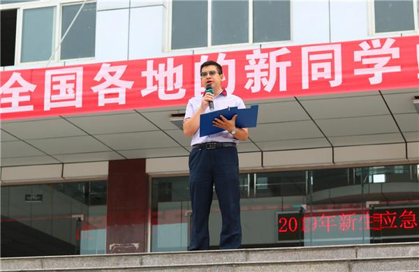 应急疏散演练:四川航天职院2019级新生在奔跑中迎来开学第一课