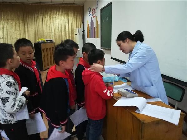 龙泉驿区航天小学校积极组织学生参加健康体检活动