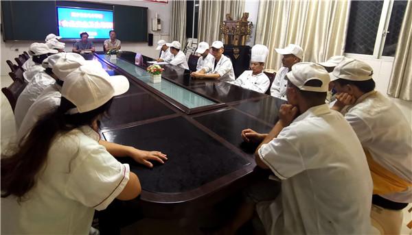遂宁市白马中学校召开食堂食品安全工作培训会