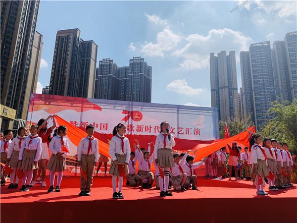 石室小学师生走进社区庆祝国庆节