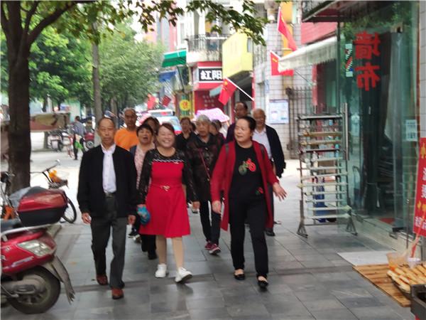 增添正能量 共筑中国梦 龙王学校举行退休教师参观考察活动