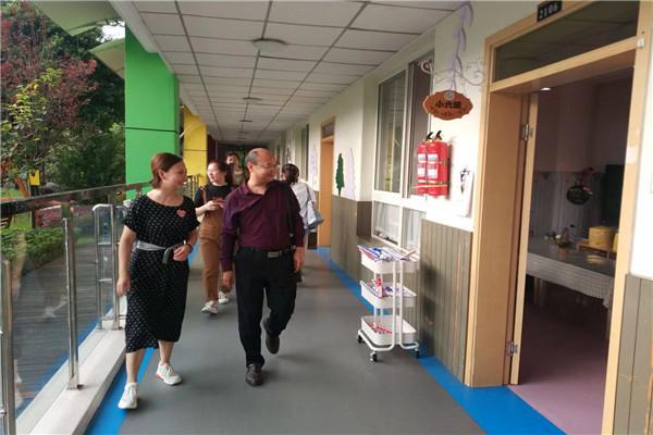 乐山市青少年服务中心到市实验幼儿园视察课后延时服务工作