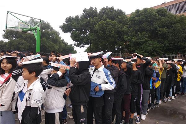 江安四中进行2019年秋期防震疏散演练