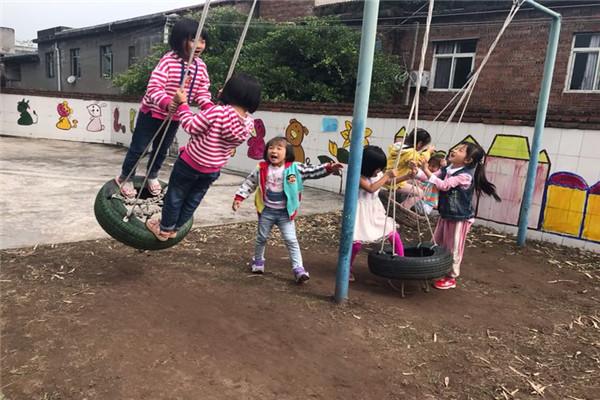 """水清幼儿园大班开展 """"童年趣味游戏"""""""