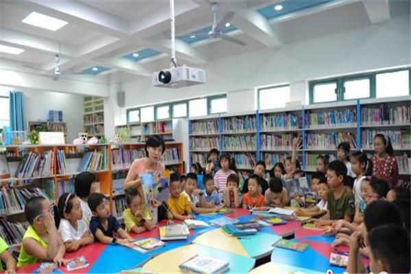 教育部印发2019中小学图书馆推荐书目 严禁盗版书入馆