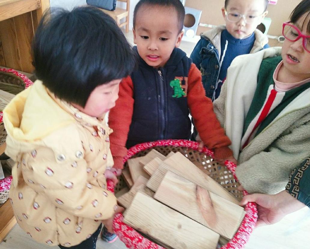 """岳池县北街幼儿园开展 """"创游戏、共评比""""区角活动"""