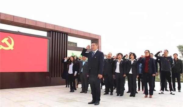 内江市东兴区外国语小学校党员干部参观廉政教育基地