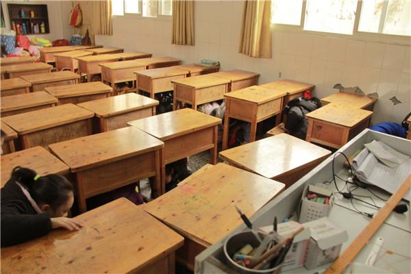 钟灵街小学开展防地震自然灾害等逃生疏散综合演练活动