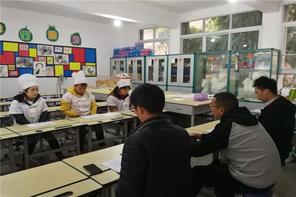 中坝学校开展食堂管理和从业人员岗位职责培训及测试