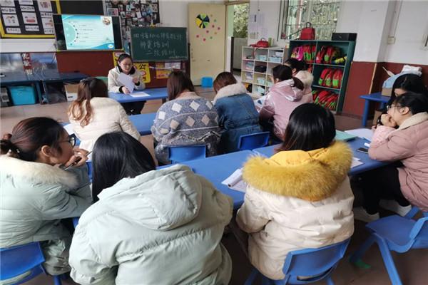"""四面山中心幼儿园开展""""四川省幼儿体育师资二级培训""""活动"""