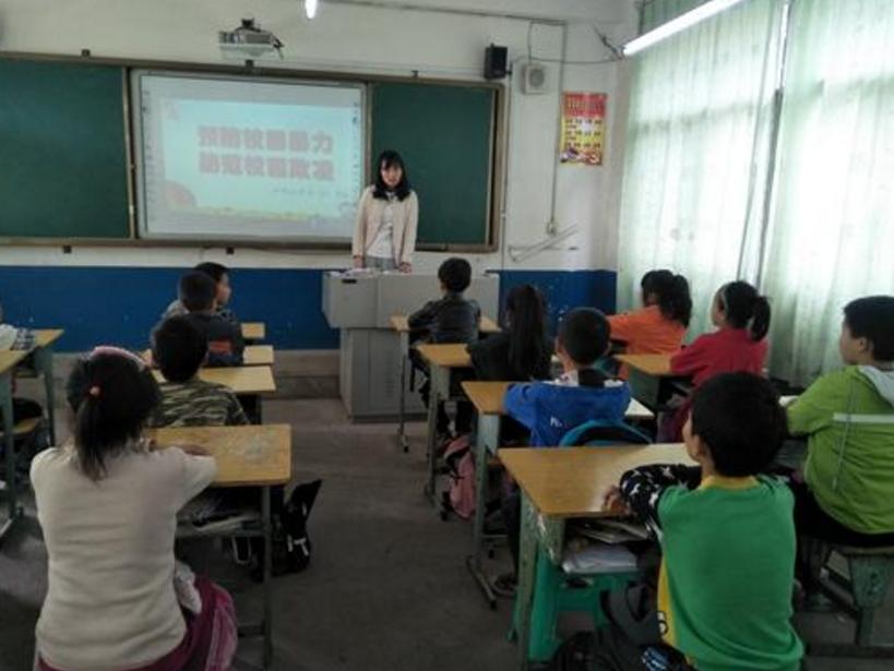 前锋区石桥小学校 开展英语教研活动