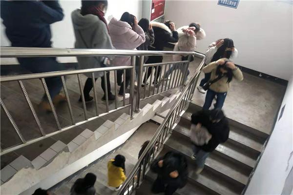 高县职校开展住校生防震逃生演练