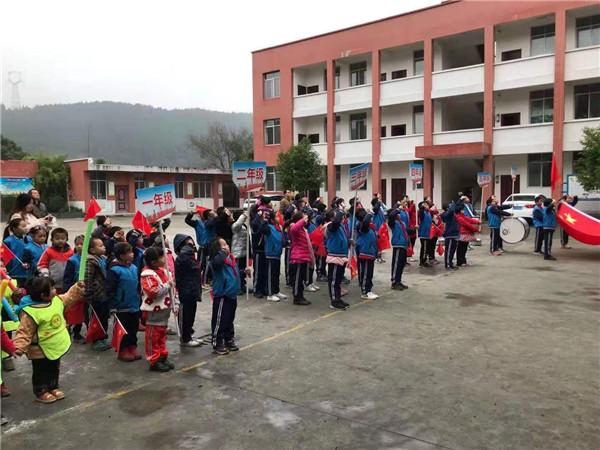 广兴镇龙宝小学校开展冬季趣味运动会