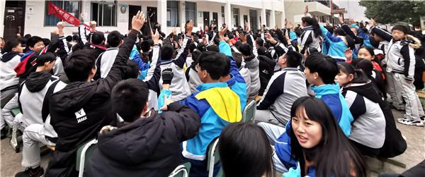 """""""彩虹阳光与宪同行""""法治进校园活动走进白马中学"""