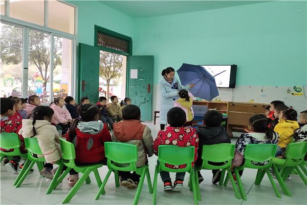留耕镇中心幼儿园开展《伞花朵朵》主题教育活动
