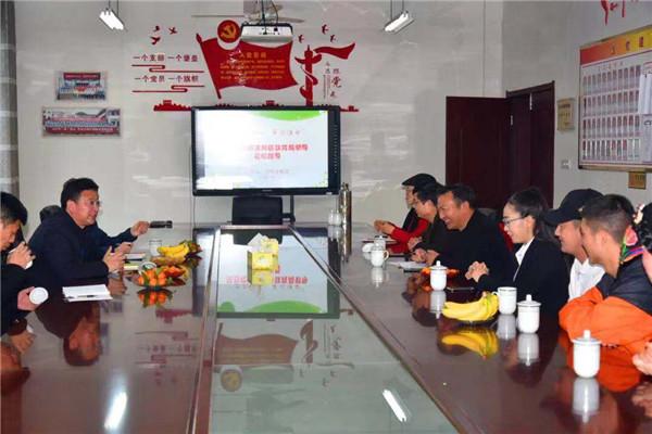 汶川县三江小学校:东西协作繁花盛开 绿茵遍野
