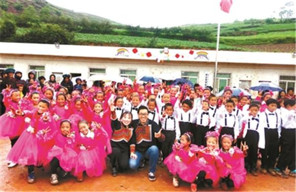凉山支教5年 女教师收获事业与爱情