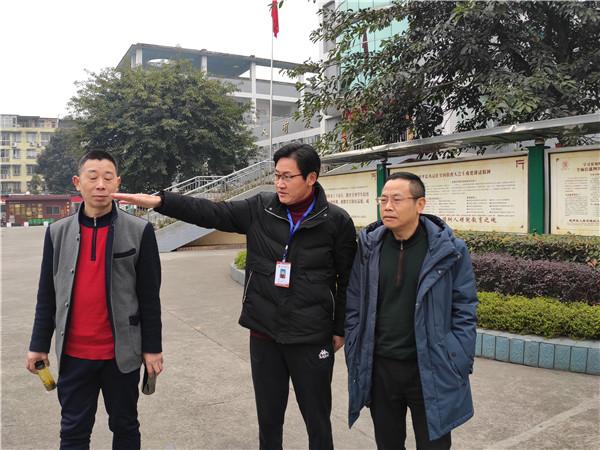 崇州市教育局纪检组组长杨发成到学府小学检查工作