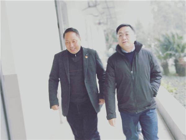 温江区教育局局长鄢亮一行到公平学校调研指导工作