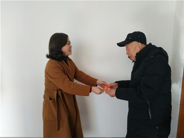 崇州市教育局领导节前看望崇庆中学离休老干部