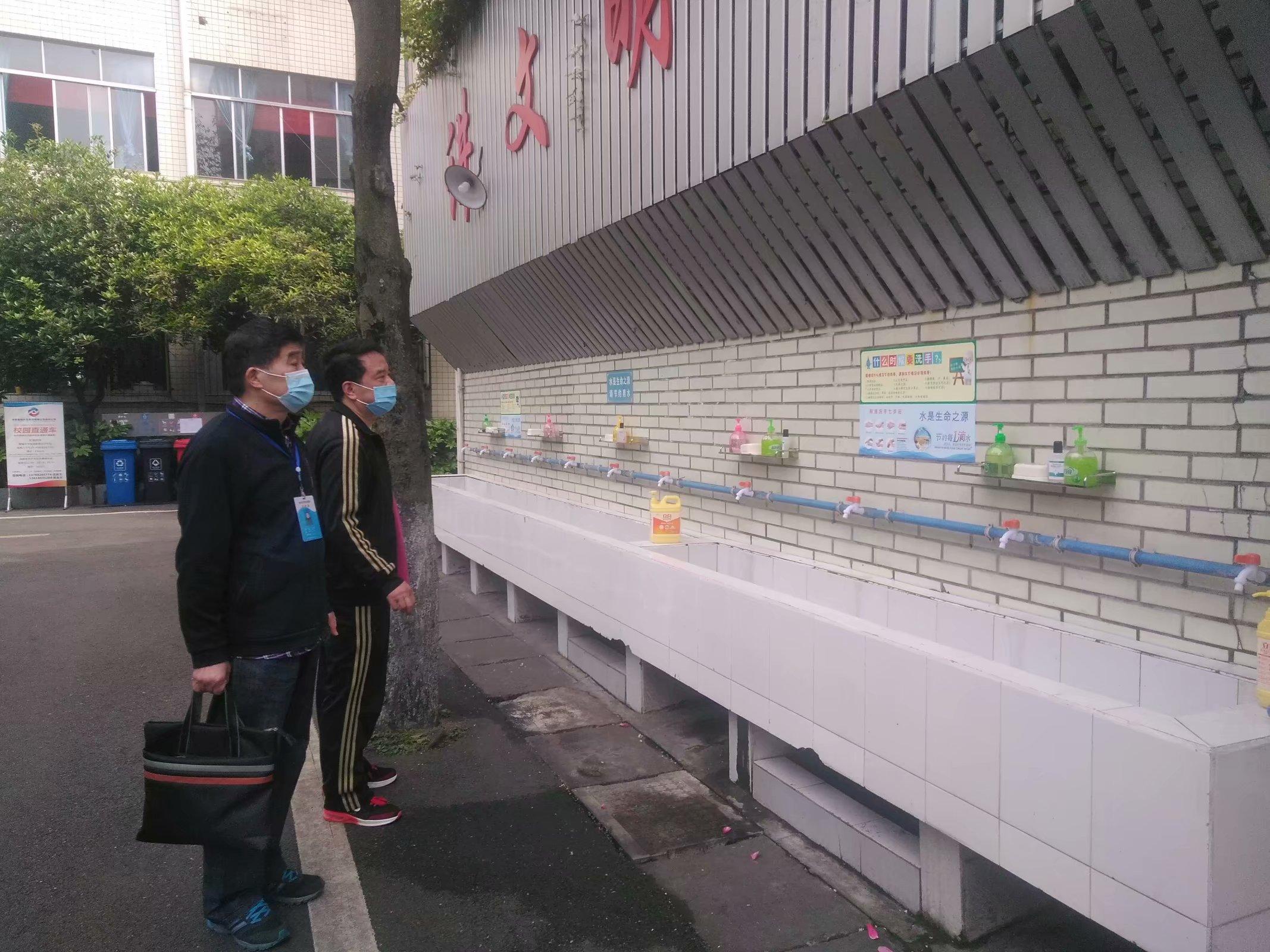 崇州市政府挂牌责任督学到蜀城中学开展常规督导工作