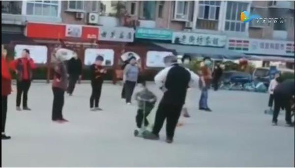 广场舞老人故意绊倒小孩,高龄79岁已委托儿女道歉