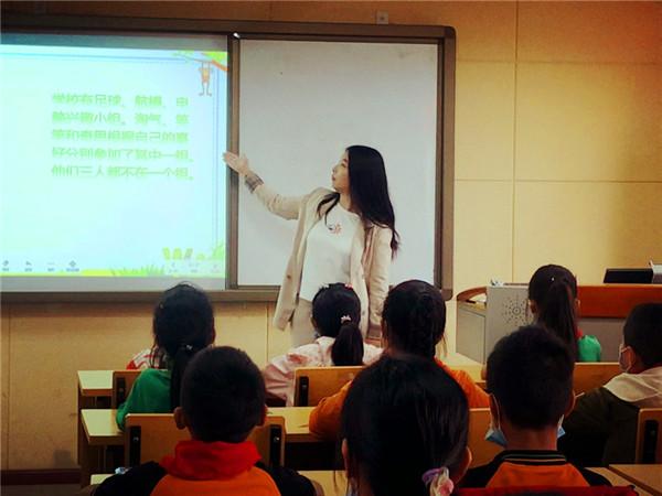 青白江区研培中心副主任马绍萍指导玉虹小学数学教学工作