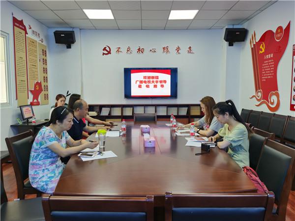 新疆广播电视大学继续教育学院老年开放大学教育部部长参观青羊区教育局老年大学